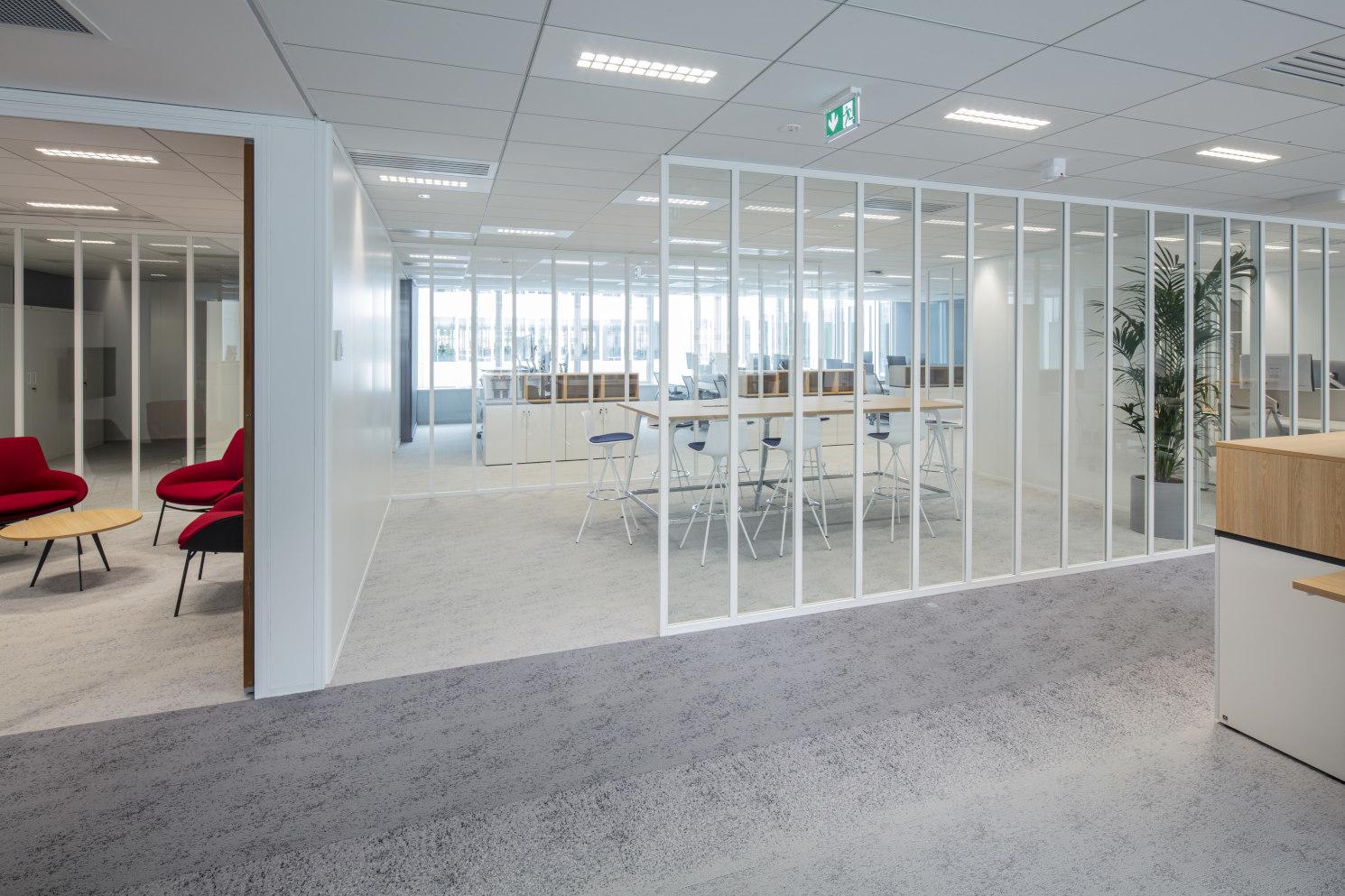 Altarea - siège social 87 rue de Richelieu à Paris - cloison amovible open-space simple vitrage bord à bord Partena 40 Vision
